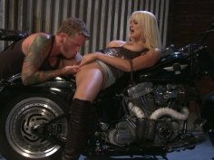 Sexited blondie Stormy Daniels fucks the biker