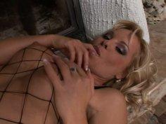 Kinky blond wanker Sharka Blue stretches her vulvar lips and stimulates clit