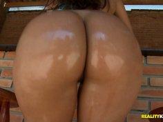 Fabulous Brazilian lady Renata Ferreira brags off her curvy body