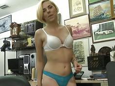 Kinky babe screwed by nasty pawn keeper