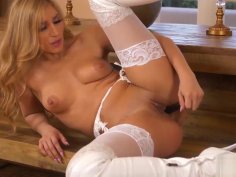 SPANISH BEAUTY MOKA MORA STRIPS NAKED AND FINDS HER SWEET SP